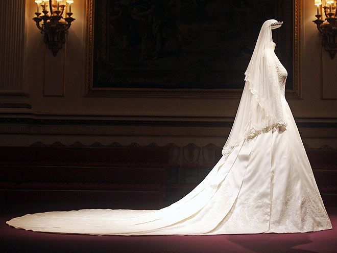 Duchess Of Cambridge Wedding Dress On Display In Buckingham Palace The Train