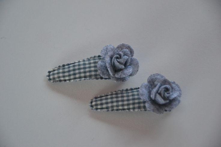 haarknipje met een vilten bloem