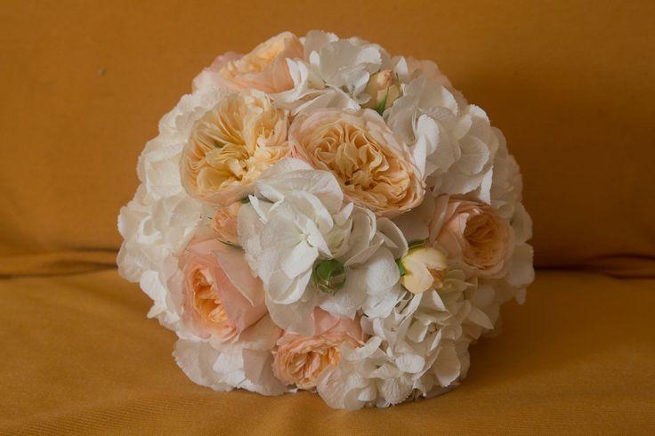 Orange roses bouquet #NelloDiCesarePhotography #bouquet #roses #orange #flowers #wedding #WeddingPlanner