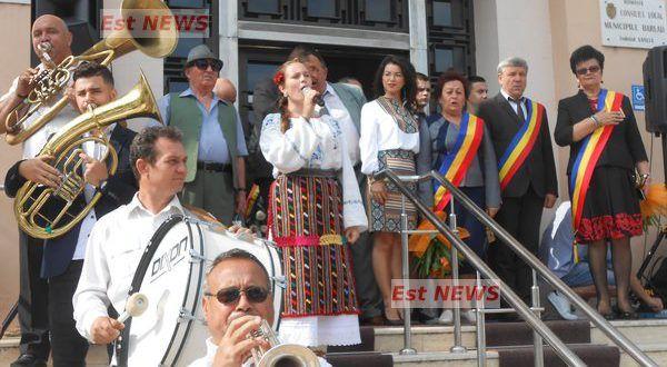 Bârlădenii au sărbătorit în avans Ziua Imnului, alături de o delegaţie din Reghin | Est News