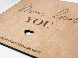 Panneau avec logo gravé et découpé, en bois, sur-mesure // MAMIE BOUDE Logo - bois - plexi - pancarte -logotype - marque - plexiglas - gravure - decoupe - enseigne - atelier - personnalisation -personnalisable - dore - doré - wood - plexiglass - sign - engraving - cutting - sign - workshop - personalization - customizable - brand - laser -lasercut -cut - lasercutting - engrave