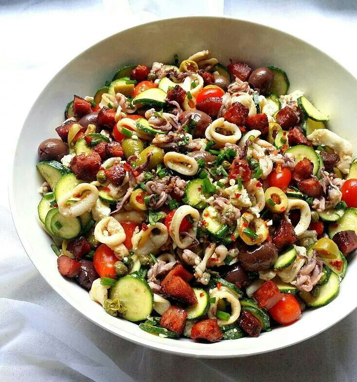 Low car Mediterranean salad