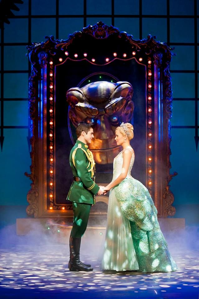 Wicked Tour UK&Ireland. Liam Doyle as Fiyero and Emily Tierney as Glinda