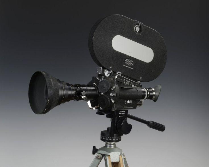 Caméra Arriflex 16 M-16mm, n° M745, chargeur 120m, obj. Angenieux zoom 120 12-120 f(2,2) Vente aux #encheres du 05/04/14 par Argenteuil Maison de vente