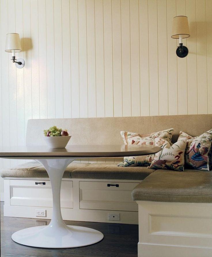 banquette cuisine d'angle en bois blanc et galettes en tissu beige