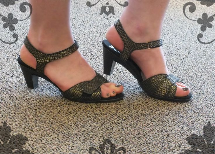 Lindsey in Helle Comfort. Made in Spain, these sandals are comfortable elegance!