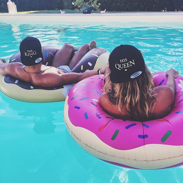 Relax with my queen ❤️ with our hats #THEKING & #HISQUEEN by @NOHOW www.nohowstyle.com