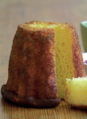 Spécialité de Picardie, le gâteau battu est une sorte de brioche qui doit sa belle couleur jaune doré à sa richesse en oeufs et en beurre. Ce gâteau se reconnaît aussi à sa forme particulière, car on le cuit traditionnellement dans un moule spécial, cannelé, haut et cylindrique. par Audrey