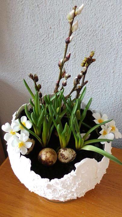 bloembak - ei maken van ballon bewerkt met muurvuller of beton en opmaken met bloemen of bollen