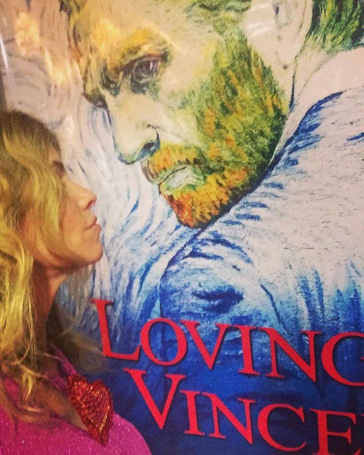 Hoy ESTRENO Jue 12 de octubre de LOVING VINCENT la peli sobre Van Gogh que no pueden dejar de ver realizada toda con pinturadas animadas y basada en 800 cartas que Van Gogh envió a su hermano.Excelente! #patogilvillalobos #happyartbypato #lovingvincent #lovingvincentfilm #loveart #lovearts #lovefilm #lovefilms #happyart