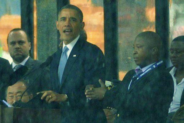 """Doveva tradurre i discorsi """"dei grandi della terra"""" in linguaggio dei segni durante il memorial in onore di Mandela http://tuttacronaca.wordpress.com/2013/12/11/la-beffa-alla-commemorazione-di-mandela/"""