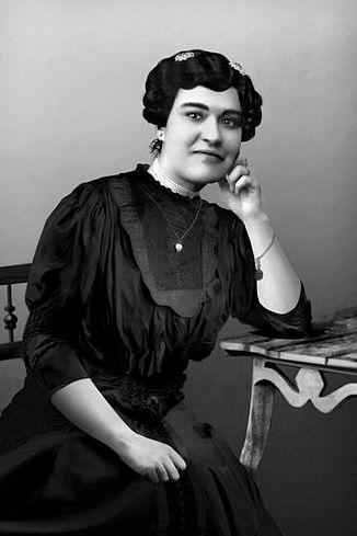 Carolina Beatriz Ângelo, a primeira mulher a votar em Portugal, contra a vontade dos superintendentes da Primeira República Portuguesa.