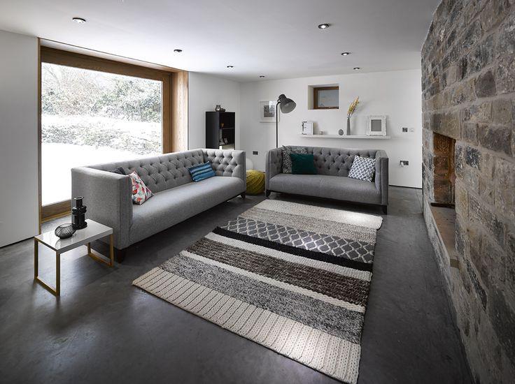 Salon avec canapés gris
