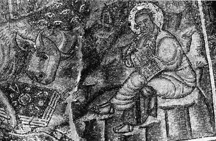 Chiesa del Salvatore del monastero di Latomou (Chiesa di Hosios David), Salonicco, Grecia. Il Mosaico con Cristo e probabilmente con i Santi Pietro e Paolo ai lati, la fine del IV secolo - l'inizio del V secolo. Lazarev attribuisce questi mosaici alla fine del V inizio del VI secolo del periodo contemporaneo al periodo teodoriciano collegandogli ai mosaici della basilica Sant'Apollinare Nuovo di Ravenna. San Pietro (?)