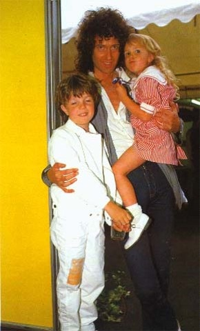 Brian May and children Jimmy and Louisa backstage Wembley, 1986