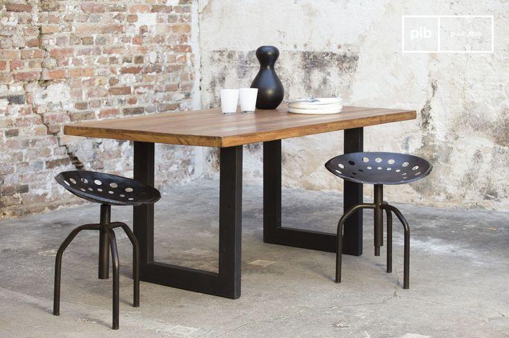 Table en teck Peterstivy et autres tables de repas à découvrir chez PIB, spécialiste du meuble, luminaire et déco style vintage.