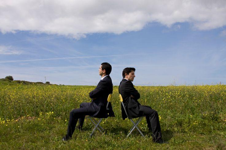 İş arkadaşlarınızla yaşadığınız kişisel problemler, başarı grafiğinizin hızla düşmesine neden olur. Sorunlarınızı, araya zaman girmeden konuşarak çözmelisiniz, sizi rahatsız eden şeyleri söylemeli ve onu dinlemelisiniz.   http://www.sodexoavantaj.com/iyi-yasa