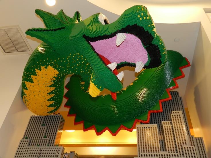 Dragon.  Lego Store; NY/USA. Mayo 2012.  by Andrea Bórquez N.