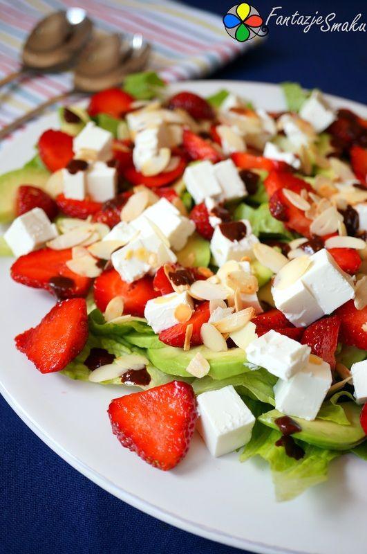 Letnia sałatka z truskawek, awokado i feta http://fantazjesmaku.weebly.com/blog-kulinarny/letnia-salatka-z-truskawek-awokado-i-feta