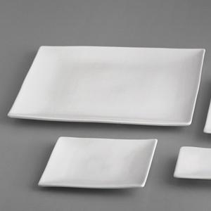 Platou dreptunghiular pentru servit sushi. Este realizat din portelan alb si are dimensiunile de 290x145mm.