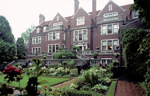 The Glensheen Mansion offers two different tours and children who are 5 and under get in for free.