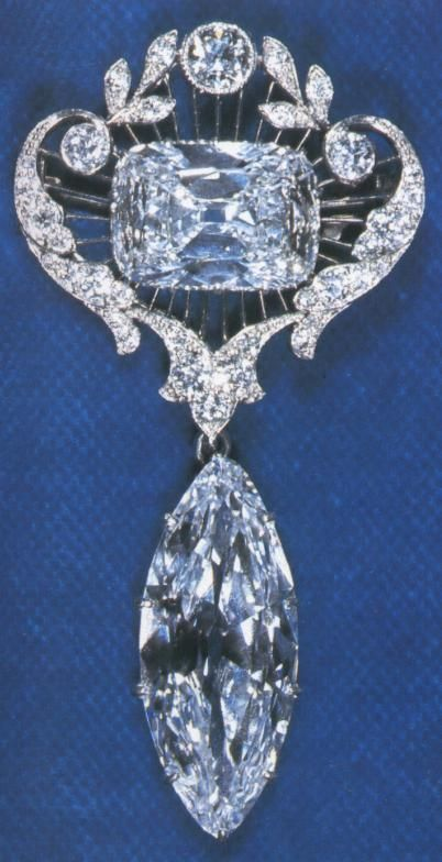 The Cullinan VI (lower, 8.80 carats) and Cullinan VIII Diamonds (upper, 6.80 carats) mounted in a pendant and owned by Queen Elizabeth II.