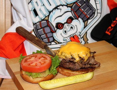 Ale 'n' Angus 'Power Play Burger' named best hamburger in New York State: Beef Council, Power Plays, New York State, Angus Pub, Syracuse Ales, Angus Power, Burgers Contest, Plays Burgers, York States