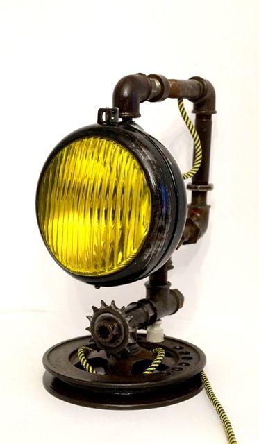 настольная лампа из труб в стиле лофт