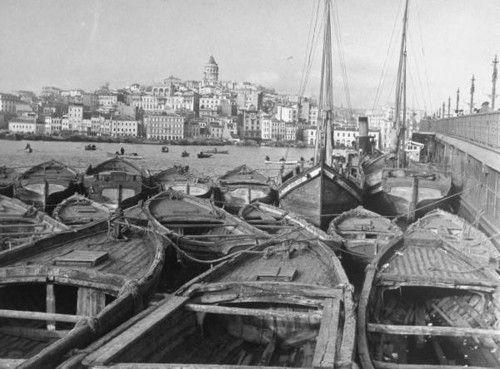 Margaret Bourke-White, Haliç`te balıkçı tekneleri, karşıda Galata Kulesi, 1940