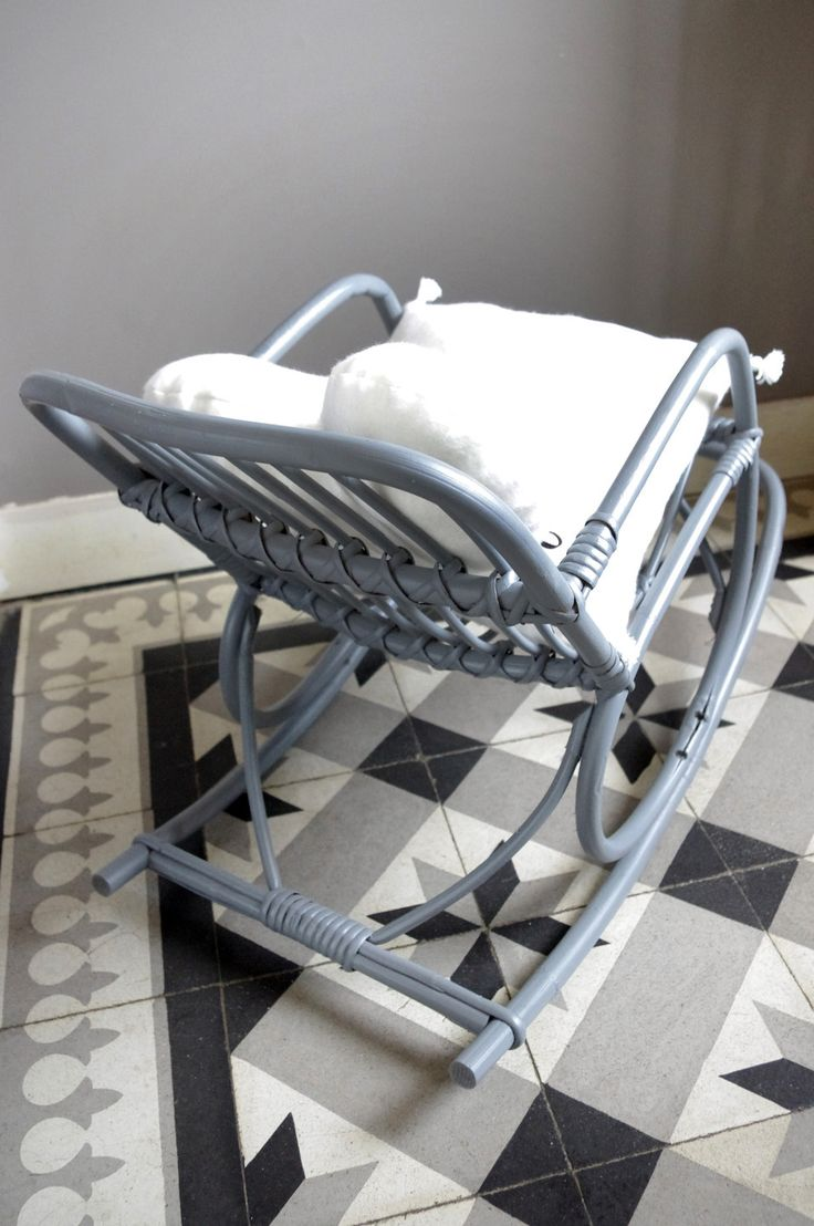 1000 id es sur le th me fauteuils bascule blancs sur for Fauteuil a bascule chambre bebe