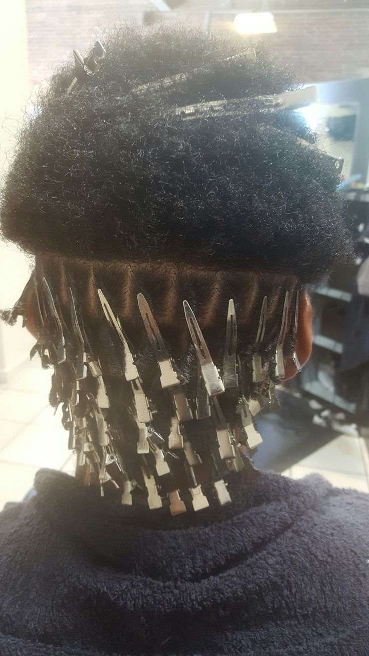 I enjoy starting locs...getting to know a new client...why they're starting the journey, who they are, what they do. Loc rockers and other textured naturals are everywhere. This one's controlling air traffic out in Aurora.