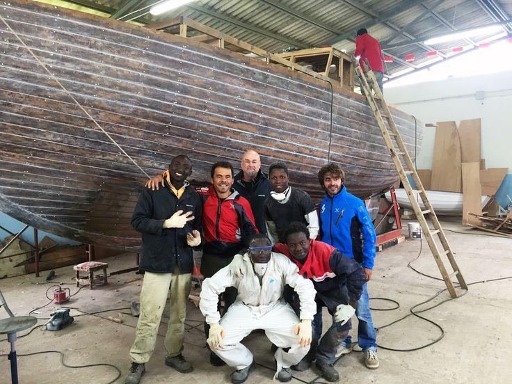 Foto di gruppo con i ragazzi del cantiere Lisca Bianca