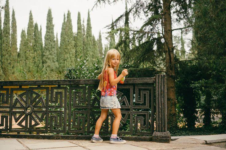— Девочка.. Ты не туда идешь. Зеленые огни в другой стороне. — «Я зажгу свои», — сказала девочка. #крым #lifestylephoto #детскийфотограф