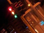 Tutte e tre le luci accese per l´attaversamento pedonale. Nessun inconveniente.   - Insolita luminaria nataliza in Via Aldo Moro. Potrebbe sembrare uno scherzo, ma invece tutte le luci dei quattro semafori dell'importante arteria cittadina sono accesi. Contemporaneamente sono accese le luci verdi, gialle e rosse. La disfunsione riguarda solo le lanterne che segnalano l'attraversamento pedonale e grazie al buon senso dei pedoni, fino ad ora non ci sono stati grossi inconvenie [...]