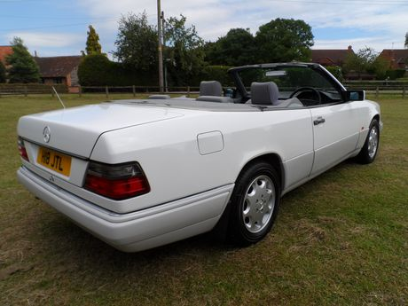 1994 Mercedes-Benz W124 E220 Cabriolet - Silverstone Auctions
