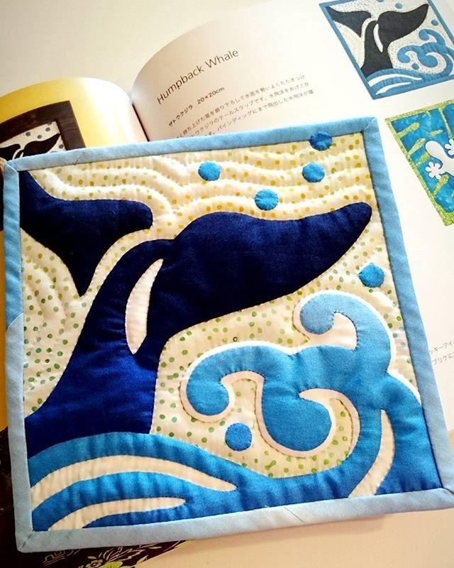 いいね!106件、コメント7件 ― Sachiko Wさん(@sachiko.wat)のInstagramアカウント: 「これこれ作りたいと思っていたら本に載っていたのでやっぱり素敵✨✨ #マエダメグ #humpbackwhale #ハワイアンキルト #hawaiianquilt」