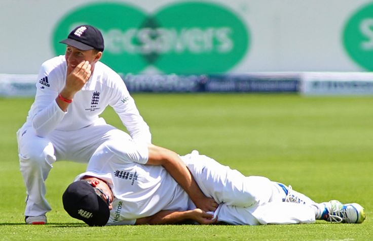"""2nd day, 1st test, Ashes 2015: England just edged Australia in tactics in a game that was equal parts patient and pugnacious on a pitch that is providing succour for neither batters nor bowlers. """"The sight of two close catchers – one at very straight mid-on virtually in front of the non-striking batsman and the other in a line to short mid-wicket – and an outrider stationed at wide long-on forming a vast isosceles triangle carried a distinctly un-Cook air."""""""