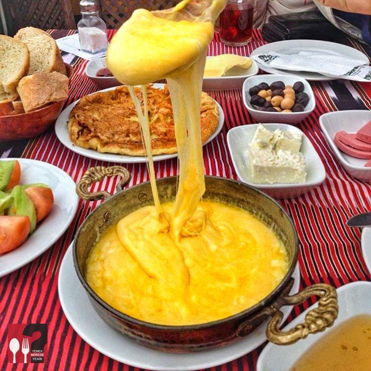 Kuymak - Ayasofya Müzesi Çay Bahçesi / Trabzon  Çalışma Saatleri 08:00-21:00 ☎ 0 462 230 4082 12 TL  Alkolsüz Mekan  Paket Servis Yok  Multinet, Sodexo, Ticket Yok Daha fazlası için Snapchat : yemekneredeynr takip edebilirsiniz... ▫