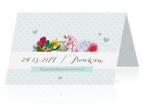 Romantische trouwkaart met bloemen in zachte tinten