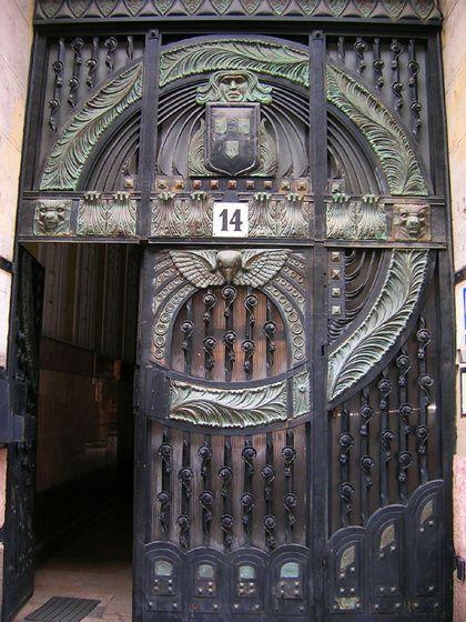 nevetnijo szecessziós kapu - Bp.,IX. Üllői út 14. című képe az Indafotón.Budapest