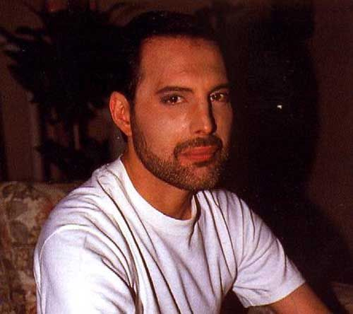 pics showing Freddie in his last days.
