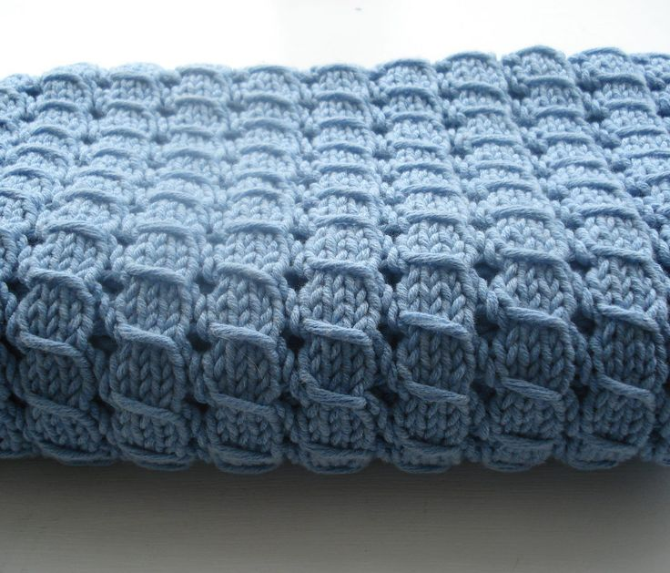 Free Knitting Pattern for Waffle Blanket- This throw with an all-over 4-stitch repeat pattern by Alexis Layton has been rated easy by more than a hundred Ravelrers.