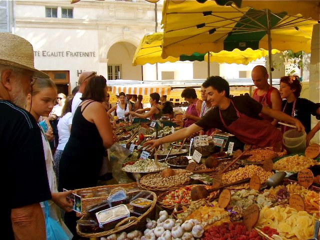lamaisonblancheprovence www.holiday-rental-in-provence.com Wednesday market . #stremydeprovence #holiday #gite #france #rental #location #provence #avignon #alpilles #lamaisonblanche #saintremydeprovence #vacation #lunch #dinner #dejeuner #diner #wine #vin #repas #market #marché #olives #garlic #ail #aperitif #apero
