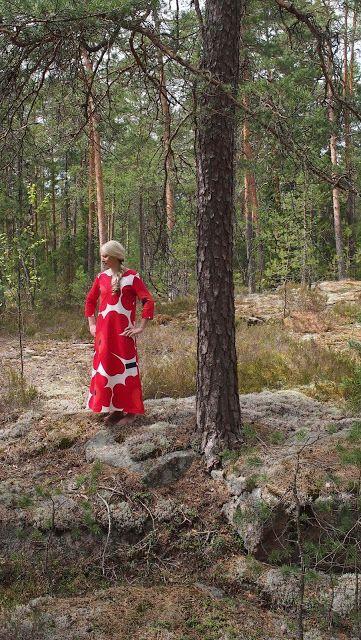 Liljan Lumo: Rakkaudesta Marimekkoon: Unikko -maksimekko  Maxidress sewed from Marimekko Unikko fabric.