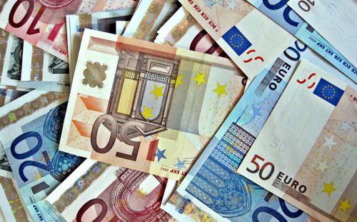 Курс доллара продолжает неуклонно укрепляться по отношению к единой европейской валюте. Мои прогнозы достаточно редки именно потому, что работа ведется на