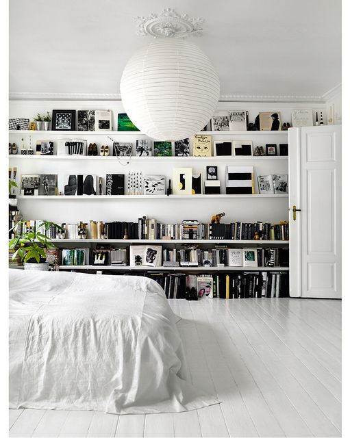 wall of shelves.Bookshelves, Floors, Black And White, Interiors, Bookcas, Wall Shelves, White Bedrooms, Bedrooms Shelves, White Room