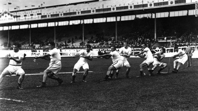 CNN.co.jp : 1908年の五輪で行われた綱引き。写真に写っているのは米国代表