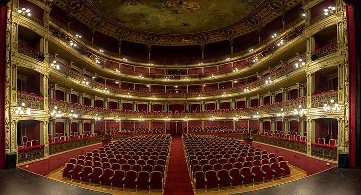Patio de Butacas del Teatro de Romea, Murcia, España. Photo by Pedro J. Pacheco.