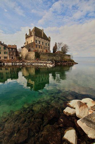 Château d'Yvoire. Yvoire, un des plus beaux villages de France est situé en Haute Savoie, au bord du lac Léman. Yvoire, one of the most beautiful village in France.
