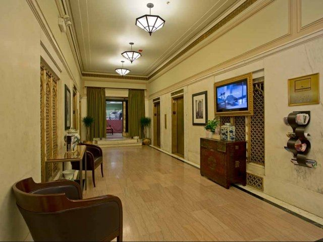 Seating Area With TV For Residents At Fisher Building City Apartments In  Chicago. Fisher Building